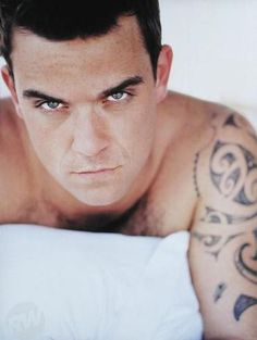 Robbie Williams: 10 Best Songs For Your iPod Robbie Williams Take That, Gary Barlow, The Power Of Music, Male Poses, Album Photo, Madame, Best Songs, My Favorite Music, Gorgeous Men