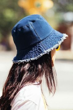 Urban Outfitters Raw Edge Denim Bucket Hat Source by hats Bucket Hat Outfit, 90s Hats, Women's Hats, Cloche Hats, Denim Hat, Moda Outfits, Boho Hat, Accesorios Casual, Boho Accessories