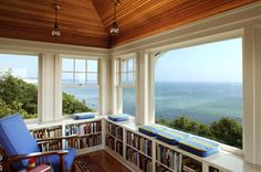 Don't know how much reading or work I would get done! Gorgeous :) 36 Fabulous home libraries showcasing window seats