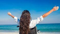Afortunadamente, son muchos (y cada vez más) los destinos que se adaptan para que las personas con diversidad funcional puedan disfrutar de unas vacaciones inolvidables. ¿Quieres conocer todas las posibilidades del turismo accesible?