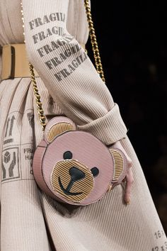 Moschino, Fall 2017 - Milan's Fall Runway Purses Are Too Pretty Not to Pin - Photos