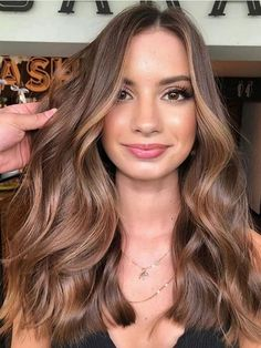 Find here absolutely unique shades of caramel brown hair colors and hairstyles for long hair to show off just to get bold appearance nowadays. This beautiful hair color shade is really fantastic. Light Brown Hair Dye, Brown Hair Color Shades, Light Hair, Light Brown Hair Lowlights, Light Brown Hair Colors, Mousy Brown Hair, Hazel Hair Color, Long Brown Hair, Hair Shades