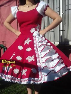 Resultado de imagen para vestidos de huasa chilena Dance Outfits, Dance Dresses, Cute Outfits, Unique Dresses, Vintage Dresses, Beautiful Dresses, Mexican Outfit, Party Frocks, Barbie Dress