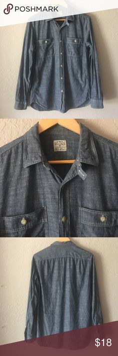 J.Crew chambray Button Down Chambray Button Down. 100% cotton. Underarm to underarm is 20 1/2 inches, waist 20, sleeve inseam is 19 1/2 and overall length is 29 inches. Very good condition J. Crew Tops Button Down Shirts
