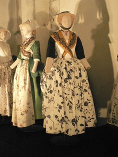 Folk Clothing, Antique Clothing, Costume Français, Beauty And The Beast Movie, 18th Century Dress, Mode Style, Traditional Dresses, Provence, Dress Up