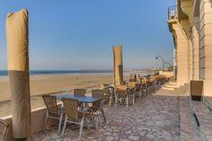 Terrasse vue sur la plage du Sillon Hotel St Malo, Patio, Outdoor Decor, Home Decor, Spaces, Brittany, The Beach, Yard, Decoration Home