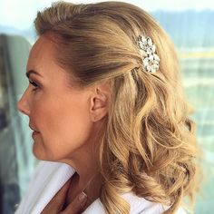 awesome vancouver wedding Side view of Juliana's hair. Congratulations ! Xo #wakeupandmakeup #eyes #blendthatshit #bridalhair #vintage #natural #nadiaalbanostyleinc #beauty #hairbyvanessa #pretty #glamorous #instaglam #instagood #makeupartistsworldwide #hollywood #nadiaalbanostyleinc #tagforlikes #likeforlike #follow #picoftheday by @vanessastyleinc  #vancouverwedding #vancouverwedding