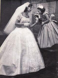 Vintage bride and flower girl. Vintage Wedding Photos, Vintage Bridal, Vintage Weddings, Cowboy Weddings, 1960s Wedding, Barn Weddings, Outdoor Weddings, Vintage Couture, Romantic Weddings