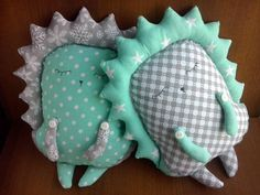 Image Article – Page 489625790734741324 Sewing Toys, Baby Sewing, Sewing Crafts, Sewing Projects, Couture Cuir, Couture Bb, Cute Pillows, Baby Pillows, Sewing Stuffed Animals