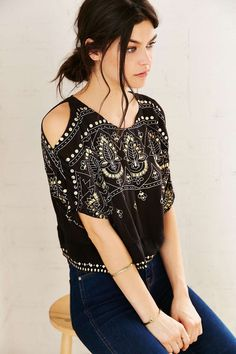 Patrons Of Peace Kia Cold-Shoulder Top - Urban Outfitters