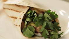 Kuřecí burritos Burritos, Tacos, Herbs, Ethnic Recipes, Food, Mexico, Breakfast Burritos, Essen, Herb