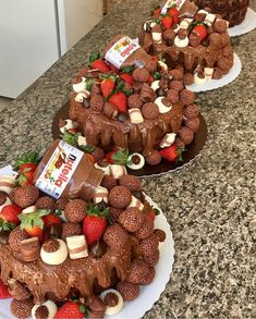 Trio of respect 🎂😍❤😋🍫. Let's learn how to make gourmet sea cakes . Vamos aprender a fazer bolos gourmet mar… Trio of respect 🎂😍❤😋🍫. Let's learn to … - bolo, Chocolate Sweets, Best Chocolate Cake, Chocolate Nutella, Bakery Recipes, Dessert Recipes, Best Gluten Free Desserts, Sea Cakes, Occasion Cakes, Confectionery