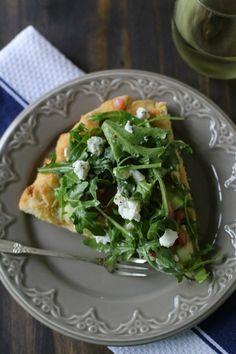 Hummus + Goat Cheese Arugula Pizza Salad | #ArtOfCheese