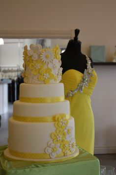 Yellow & white wedding love the cake Beautiful Wedding Cakes, Beautiful Cakes, Amazing Cakes, Fondant Figures, Just Cakes, Cakes And More, Cake Central, Cake Board, Occasion Cakes