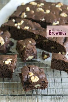 Detox Brownies, no Sugar and Gluten - Brenda Kookt! Healthy Brownies, Healthy Cake, Healthy Sweets, Healthy Baking, Healthy Pie Recipes, Baking Recipes, Sweet Recipes, Dessert Recipes, Snacks Für Party