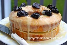 Looking for a dessert for this Memorial Day weekend? How about Pastel Borracho? Pastel Borracho is basically rum-soaked sponge cake, top with prunes and creme My Colombian Recipes, Colombian Food, Cuban Recipes, Pastel Borracho, Baking Recipes, Dessert Recipes, Delicious Desserts, Yummy Food, Cookie Pops