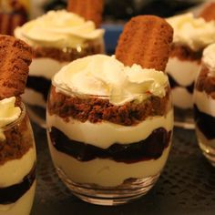 Recipes – Food and Drink Recipe Ideas Köstliche Desserts, Delicious Desserts, Yummy Food, Tapas, Snacks Für Party, Desert Recipes, Christmas Desserts, Food Inspiration, Sweet Recipes