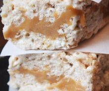 Pumpkin Spice Caramel Rice Krispies - Coco and Ash New Recipes, Snack Recipes, Dessert Recipes, Rice Krispies, Fudge, How To Melt Caramel, Christmas Baking, Pumpkin Spice, Baked Goods