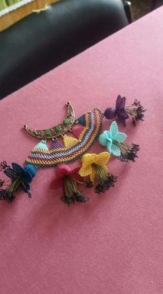 This Pin was discovered by Ber Creative Embroidery, Point Lace, Textiles, Needle Lace, Lace Making, Butterfly Wings, Bead Art, Crochet Flowers, Diy And Crafts