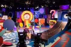 Decor Superbrein (8) Stage Lighting Design, Stage Design, Tv Decor, Tv Sets, Wheel Of Fortune, Shop Interior Design, Beetlejuice, Carnival, Studio