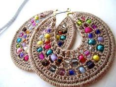 Relase: Bijoux DIY: Stud earrings crochet with beads - diagrams and explanations Bijoux Design, Schmuck Design, Jewelry Design, Beaded Earrings, Beaded Jewelry, Crochet Earrings, Handmade Jewelry, Jewellery, Hoop Earrings