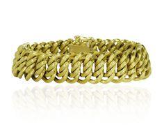 Gold beeindruckt so ganz nebenbei - leicht, präsent glänzend am Handgelenk mit einem klassischen #Armband aus #Gold.  Geflochtenes Armband aus 14 kt #Gelbgold.  Einzelne Ösen sind gebogen und ineinandern gehängt, sodass eine stabile Struktur entsteht. Da die Glieder hohl sind, ist es leicht zu tragen.  Legierung: 14 kt Gelbgold Gewicht in Gramm: 43  http://schmuck-boerse.com/armschmuck/52/detail.htm  http://schmuck-boerse.com/index-gold-armschmuck-3.htm