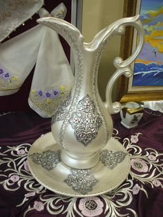 g Metal Projects, Diy Projects To Try, Bottle Art, Bottle Crafts, Diy Tufted Headboard, Aluminum Foil Art, Pewter Art, Metal Embossing, Metal Engraving