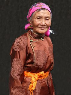 femme costume traditionnel Mongolie