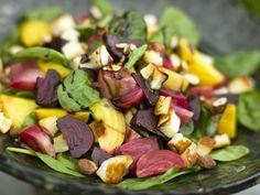 Dieses Gericht lässt sich im Nu zubereiten und ist sooo köstlich! Salat mit Roter Bete und Halloumi - smarter - Zeit: 30 Min.   eatsmarter.de