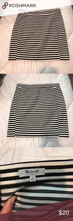 """Madewell striped body con mini skirt - S (size 6) Super cute and in EXCELLENT condition! Worn only maybe one time? Washed per directions. It's about 16"""" in length and 14"""" across the waist. Madewell Skirts Mini"""