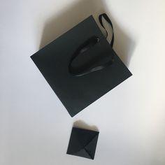 Пакеты из чёрной бумаги . И коробки конверты из чёрной бумаги. Прекрасный набор для прекрасной заказчицы.