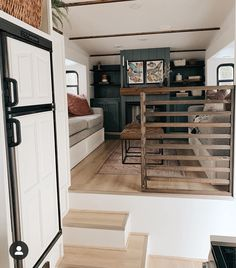 Bus Living, Tiny House Living, Small Living, Home And Living, Salons Cosy, Van Home, Camper Renovation, Camper Remodeling, Bus House