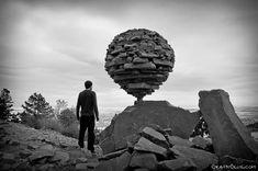 Une sélection des dernières créations duprojetGravity Glue de l'artiste américainMichael Grab, célèbre pour ses incroyables installations de land art, jouant avec l'équilibre.