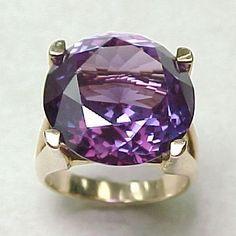 Alexandrite Jewelry, Gemstone Jewelry, Expensive Whiskey, Jewelry Art, Jewelry Rings, Bold Rings, Gems And Minerals, Pandora, Amethyst