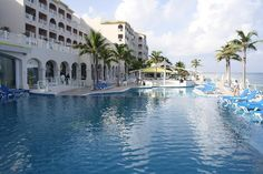 Cozumel Palace.. That looks like so much fun.. but a little to much water.. :/ but its still cool :D