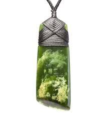 Maori necklace designs and the importance of jade to Maori culture Jewelry Design Earrings, Jade Jewelry, Necklace Designs, Abstract Sculpture, Sculpture Art, Bronze Sculpture, Maori Art, Jade Necklace, Carving Designs