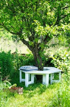 The most awesome Garden bench Front Yard Ideas 1131165240 Outdoor Garden Bench, Outdoor Gardens, Outdoor Benches, Beddinge, Garden Cottage, Garden Structures, Garden Spaces, Interior Exterior, Back Gardens