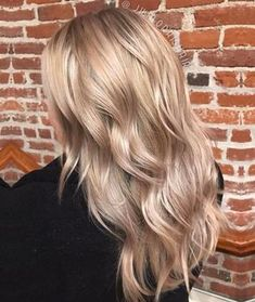 Discuss color (red?) Pearly champagne blonde, a mix of babylights and balayage for seamless, natural color.