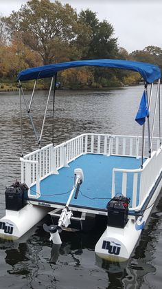 No wake boats made from polypropylene. Electric Pontoon Boat, Small Pontoon Boats, Small Fishing Boats, Small Boats, Fishing Pontoon, Amphibious Vehicle, Classic Sailing, Boat Projects, Boat Building Plans