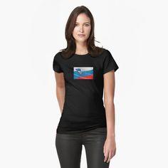 Coupe slim, mais si ce n'est pas votre style, commandez une taille au-dessus. Les couleurs unies sont 100 % coton ; les couleurs chinées sont 90 % coton et 10 % polyester. Issu du commerce éthique. T Shirt France, Online Shopping, Grunge, Rainbow Flag, Tie Dye Patterns, Legging, Black Is Beautiful, Tshirt Colors, Chiffon Tops