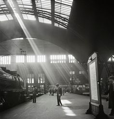 Germany. Sunlight streaming into a railway station, probably the Bahnhof Zoo terminal in Charlottenburg, Berlin, c. 1930 // Photograph: Roman Vishniac/© Mara Vishniac Kohn. Courtesy International Center of Photography