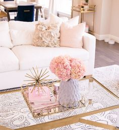 White couch, modern glam living room with pink, blush, and gold accents, se Glam Living Room, Living Room White, White Rooms, Living Room Interior, Living Room Decor, Bedroom Decor, Bedroom Ideas, Bedroom Bed, Living Rooms