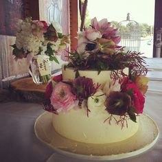 This beautiful cake was made by the very talented Liz from Flowers by Opulent Garden Beautiful Cakes, Wedding Cakes, Wedding Flowers, Table Decorations, Garden, Instagram Posts, Beauty, Home Decor, Wedding Gown Cakes