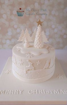 Tonal Christmas Cake - Cake by The Clever Little Cupcake Company (Amanda Mumbray) Christmas Cake Designs, Christmas Cake Decorations, Christmas Cupcakes, Christmas Sweets, Holiday Cakes, Christmas Cooking, Christmas Goodies, White Christmas, Xmas Cakes