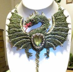 Dragon Halskette Perlen Stickerei One of A Kind von BeadedNature auf Etsy https://www.etsy.com/de/listing/479884095/dragon-halskette-perlen-stickerei-one-of