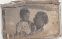 শাহরিয়ার খান বর্ণ:  স্যান্ডো গেঞ্জিতে আপত্তি ছিল কৈশোরে। অত্যাচার মনে হলেও উপায় ছিল না। পরতে হতো। বেড়ে ওঠার সময় এমনই কত নির্দেশনাই না ঝুলতো মাথার ওপর! যেখানে আর যে কম্মেই ব্যস্ত থাক না কেন, মাগরিবের আজান শুনতে হবে পড়ার টেবিলে বসে! খাওয়ার সময় ঝোল-ডালে মাখানো ভাত উঠতে পারে বড়জোর আঙ্গুলের তিন নম্বর দাগ পর্যন্ত, হাতের তালু রাখতে হবে একেবারেই শুকনো!  আর খেলার মাঠ থেকে ফেরার পরই হাঁটু-চেকিং- গুডবয়দের হাঁটু পরিষ্কার, ব্যাডবয়দের তো পুরো শরীরেই থাকে ময়লা! হাফপ্যান্ট পরে বাড়ির বাইরে যাওয়া যখন লজ্জার… Accounting, Painting, Art, Art Background, Business Accounting, Painting Art, Paintings, Kunst, Drawings