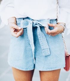 chambray. shorts. spring look. preppy look. style inspiration. cute outfit. #casualshortsoutfit #womensfashionhipsterinspiration #hipsteroutfits