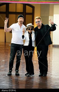 The Edge, Yoko Ono and Bono attend Amnesty International Tapestry Honoring John Lennon Unveiling at Ellis Island on 29th July 2015 in New York City, New York, USA © dpa picture alliance / Alamy http://www.alamy.com http://www.alamy.com/stock-photo-new-york-city-29th-july-2015-the-edge-yoko-ono-and-bono-attend-amnesty-85849681.html