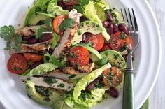Salát s rajčatovo-fazolovou salsou a kuřecím masem Cobb Salad, Ham, Salsa, Tacos, Ethnic Recipes, Food, Salsa Music, Hams, Meals