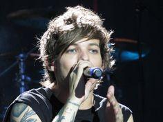 Louis performing in Winnipeg, July 24 #61 - Celine